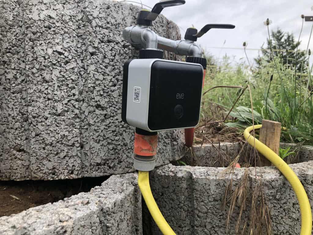 Eve Aqua angeschlossen am Doppel-Wasserhahn