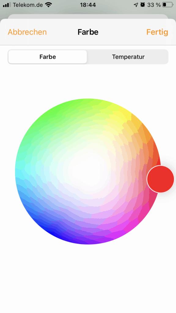 Gewählte Farbe einer Glühbirne in Apple Home App auf dem Smartphone